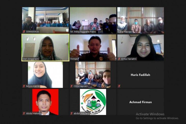 Berbagi secara daring, upaya dukung program Adaro santri sejahtera