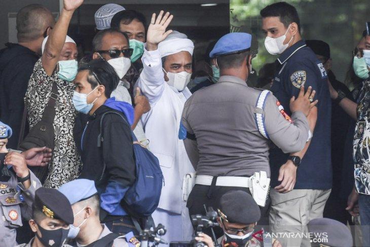 FPI belum terima surat penahanan  Rizieq setelah 11 jam pemeriksaan