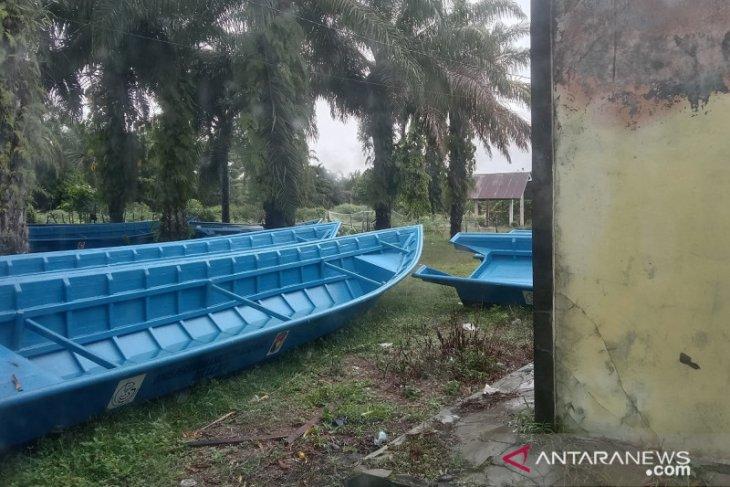 Mukomuko beli empat unit perahu untuk nelayan