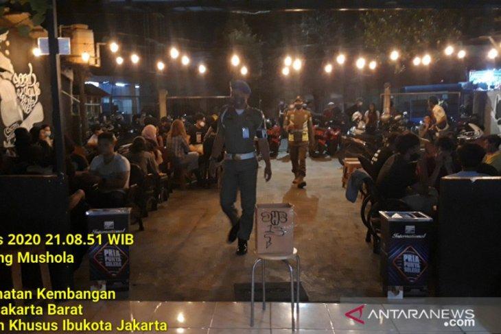 Langgar prokes, dua kafe di Jakarta Barat dikenai sanksi PSBB