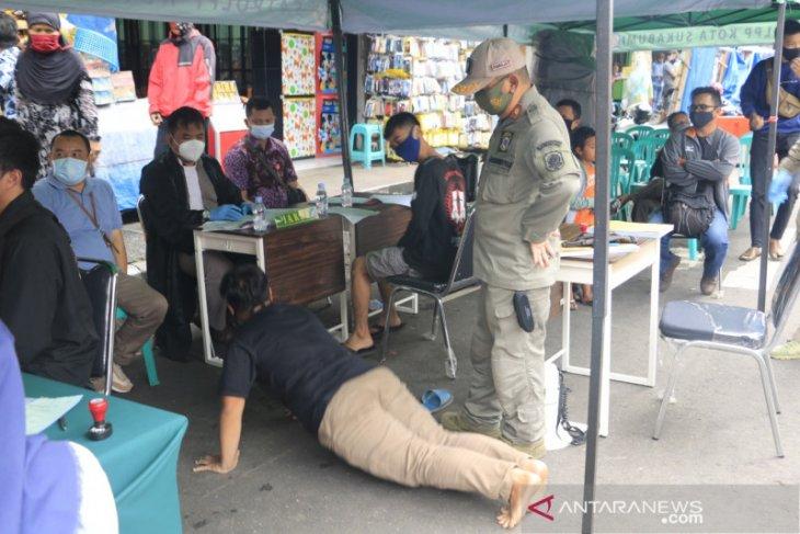 Petugas gabungan Kota Sukabumi jaring 643 pelanggar protokol kesehatan