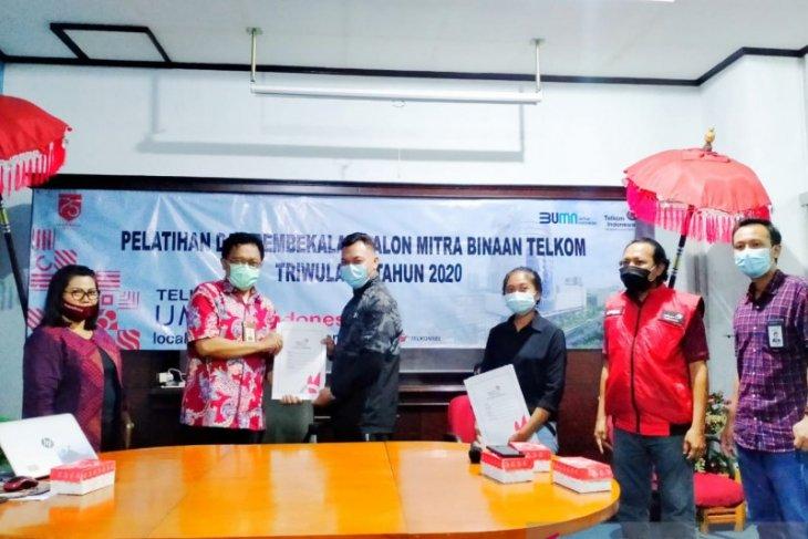 Telkom salurkan dana bergulir triwulan IV Rp 615 juta UMKM di Bali