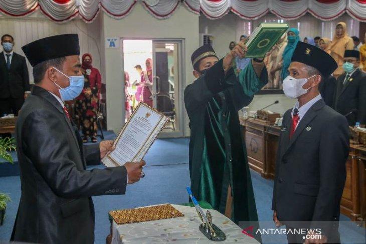 Ketua DPRD Belitung lantik Maswandi menjadi anggota PAW