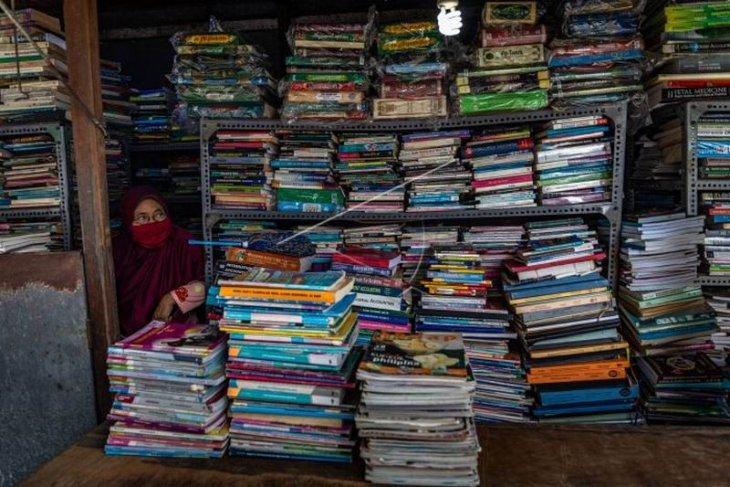 Pedagang buku bekas