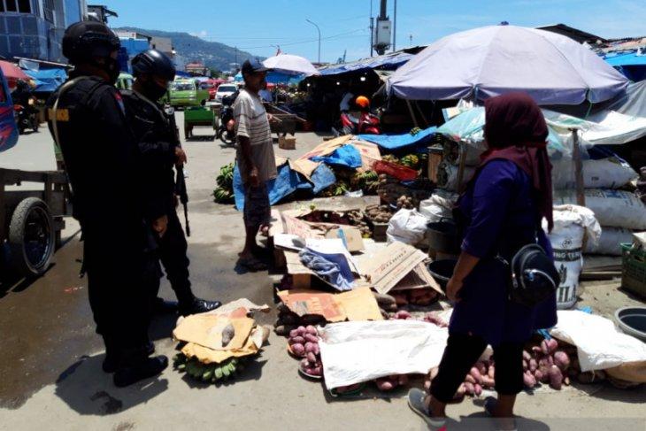 Brimob Polda Maluku berupaya terdepan ajak warga cegah virus corona