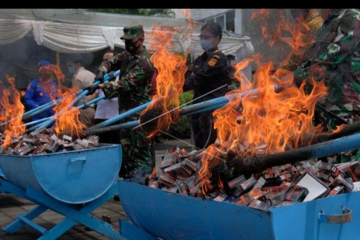 Pemusnahan barang sitaan Bea Cukai