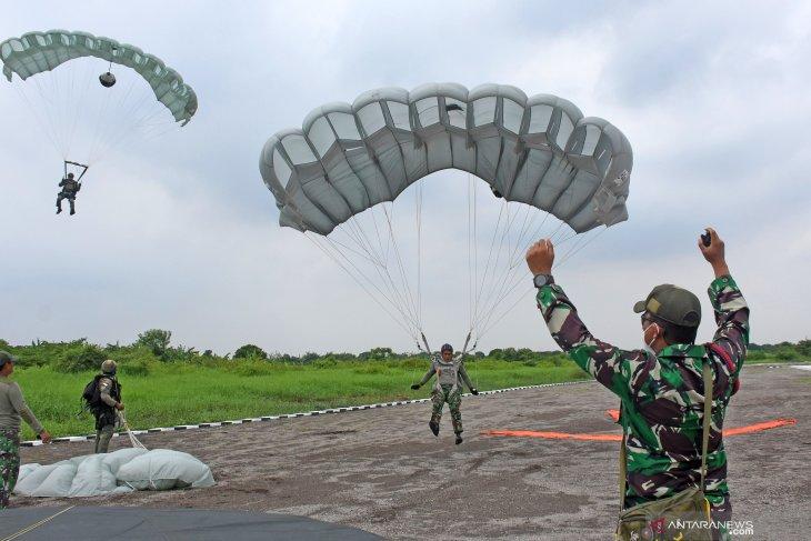 Terjun Free Fall prajurit Taifib 2 Marinir