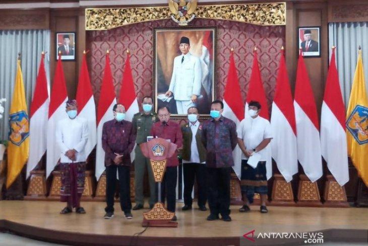 Bali wajibkan uji usap untuk turis gunakan transportasi udara saat libur Nataru