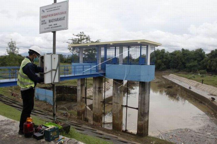 Perawatan alat deteksi dini banjir