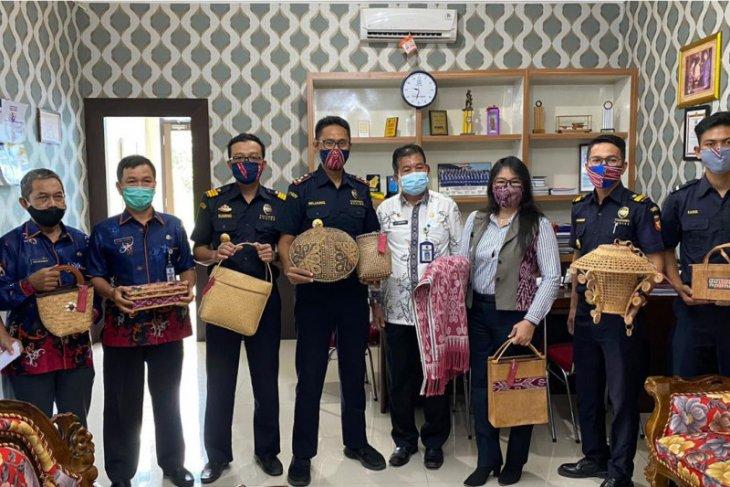 Tim klinik ekspor Bea Cukai Badau lirik komoditi unggulan Sintang