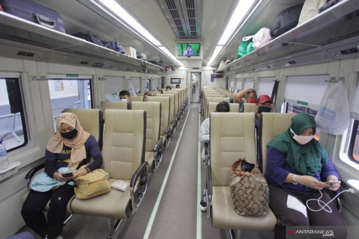 Calon penumpang kereta api bersuhu di atas 37,3 tidak diizinkan berangkat meski kantongi tes usap