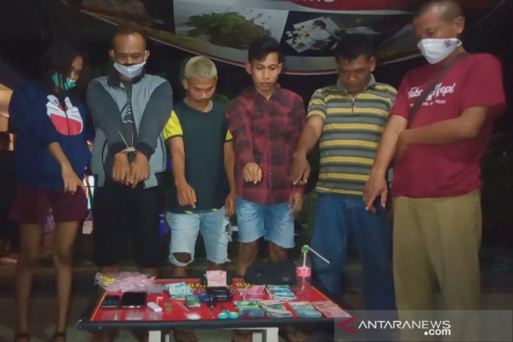 Polisi tangkap pasangan sejoli edarkan sabu