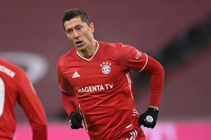 Robert Lewandowski mencetak gol ke-250 Bundesliga