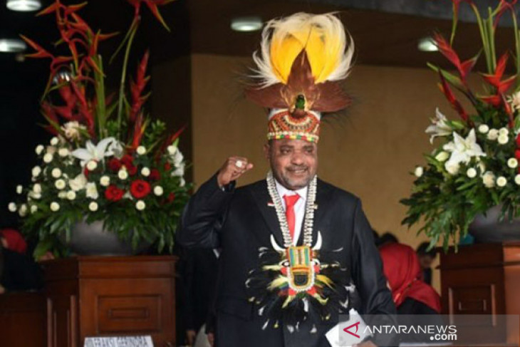 Sempat diwarnai kericuhan Mendiang Jimmy Demianus Ijie akhirnya dimakamkan di TMP Manokwari Papua