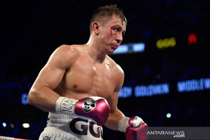 Gennady  Golovkin pertahankan gelar usai menang TKO atas Szeremeta