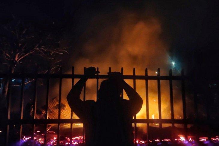 RS COVID terbakar, tujuh orang tewas