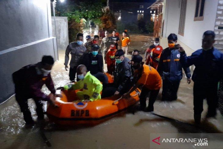 Five urban communities, three villages in East Java's Pamekasan flooded
