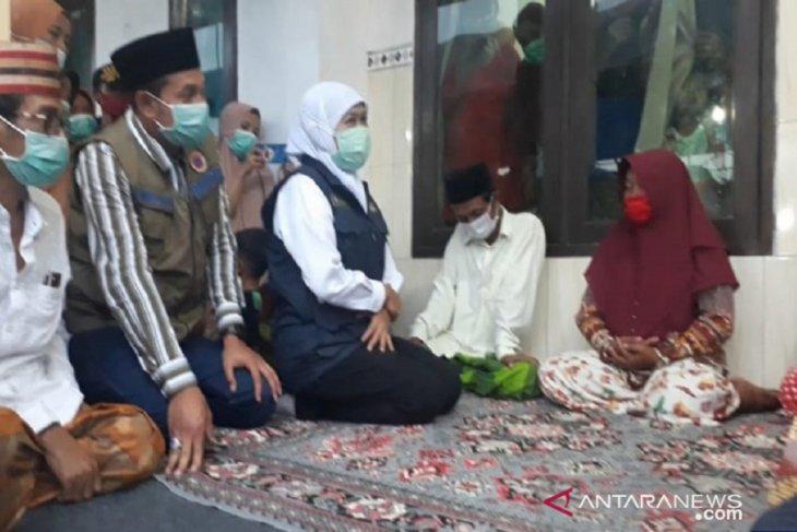 Khofifah takziah ke rumah bocah korban terseret arus sungai di Sampang