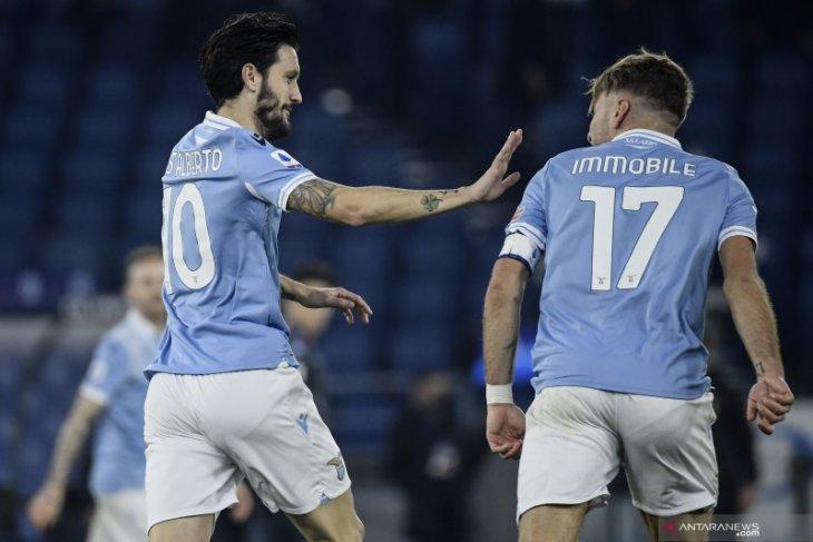 Lazio menundukkan tamunya Napoli dengan skor 2-0