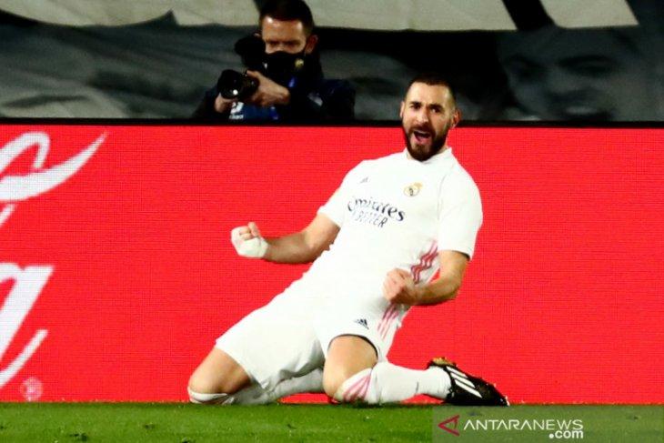 Zidane sebut Karim Benzema berada di level yang berbeda