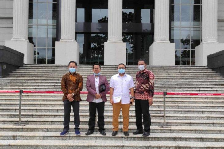 Pilkada Surabaya: Machfud-Mujiaman resmi daftarkan gugatan ke MK