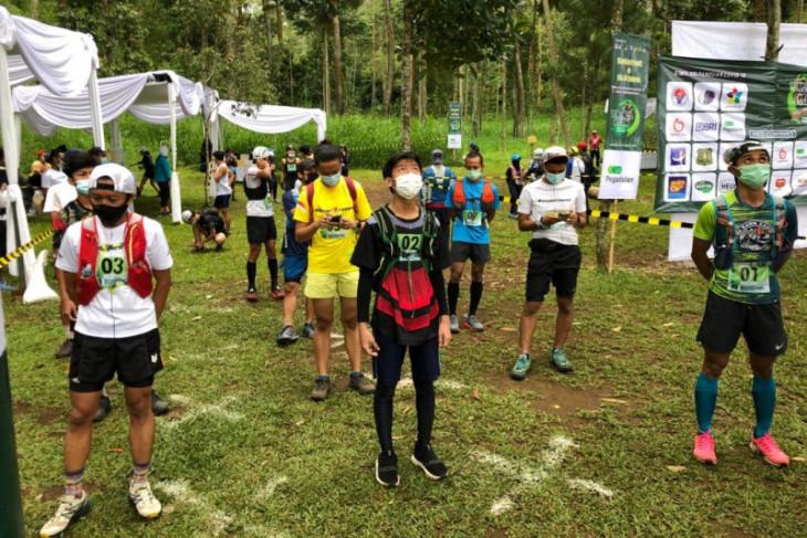 Rudi Febriady juarai lomba trail running