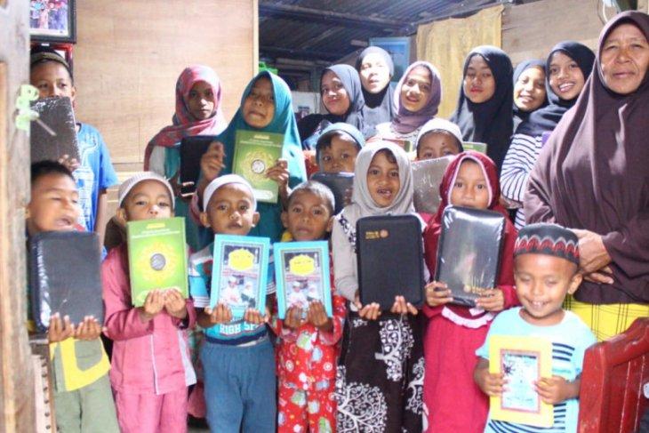 ACT Maluku berikan bantuan Al Quran untuk santri di Ambon