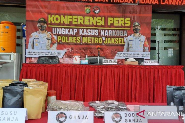 Polisi tangkap produsen susu ganja