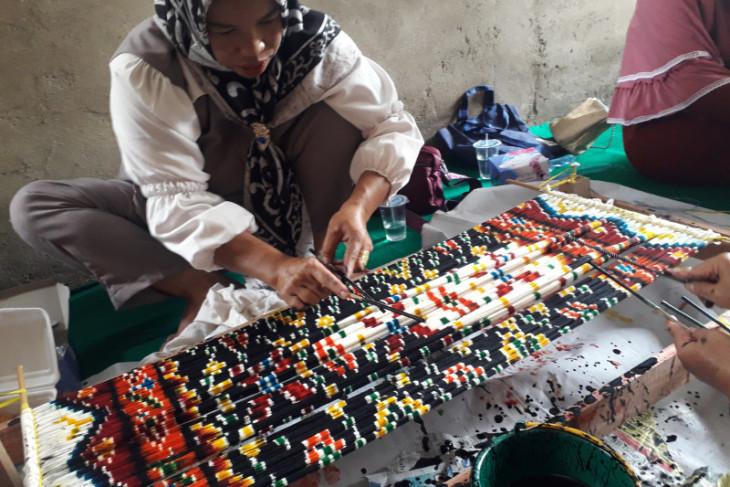 Dekranasda Bangka Tengah dorong perajin kembangkan produk khas lokal