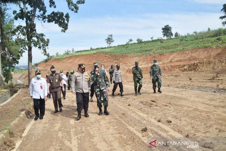 Pembukaan jalur Puncak Dua Bogor sepanjang 1,1 km rampung digarap TNI