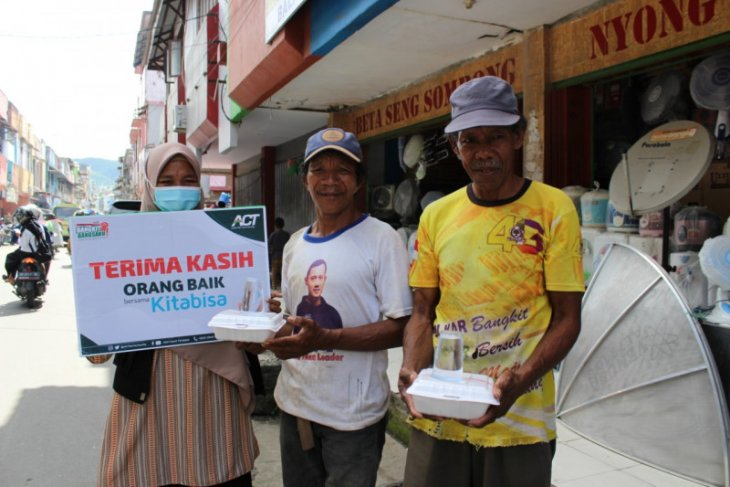 ACT-MRI Maluku selenggarakan operasi makan gratis untuk pekerja harian di Ambon