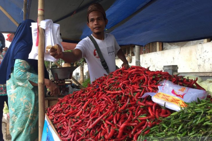 Jelang akhir tahun, harga cabai di Pasar Rau naik