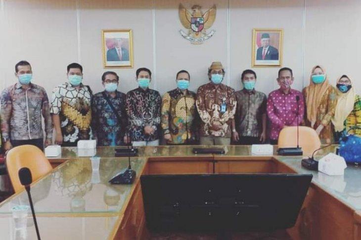 DPRD Banjarmasin sampaikan perasaan hati guru honorer ke Kemendikbud