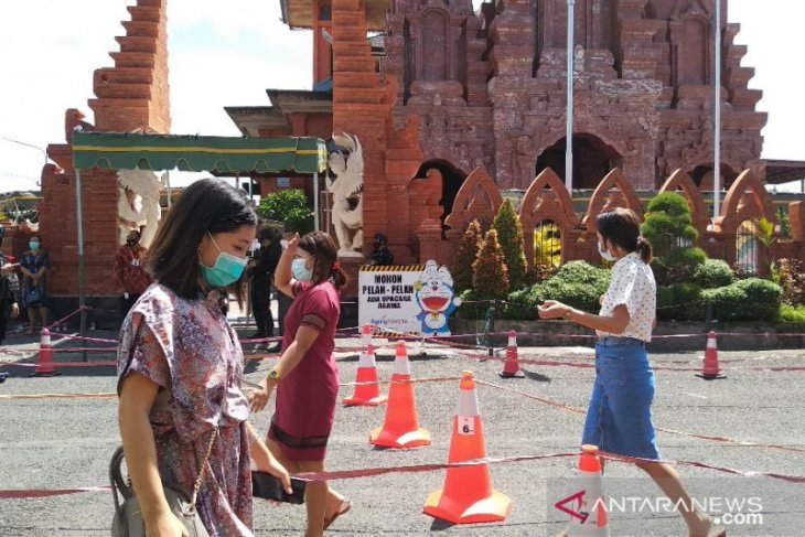 Jemaat di Gereja Katedral Denpasar patuhi protokol kesehatan