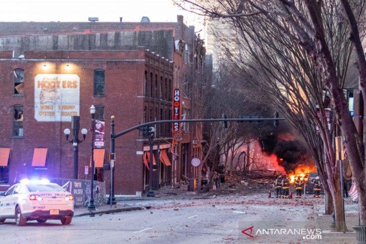 Mobil RV  meledak di Nashville, diduga akibat bom