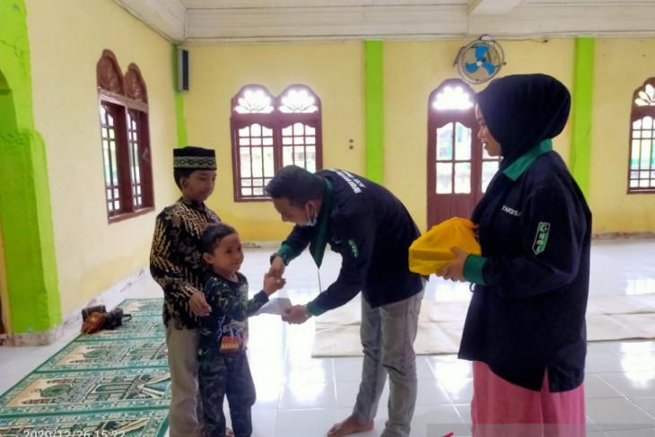 Kenang tsunami, anak yatim di Aceh Timur diberikan santunan