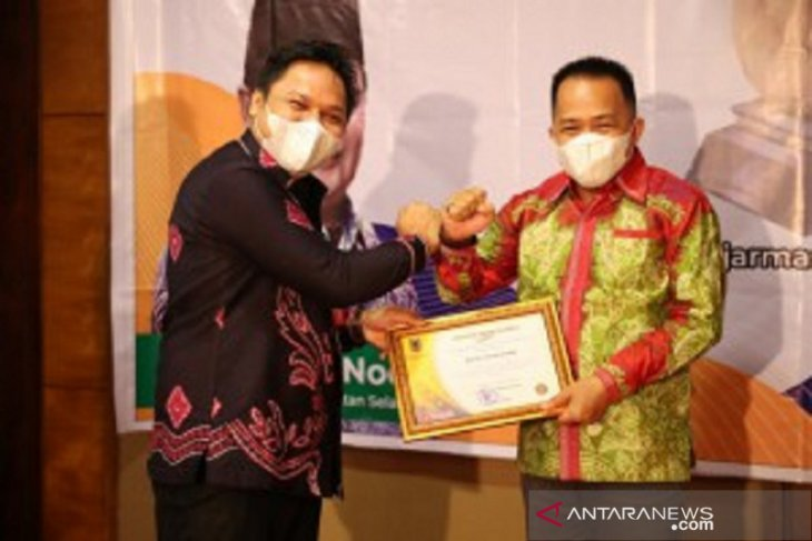 Regent of Tanah Bumbu confered Siddhakarya award