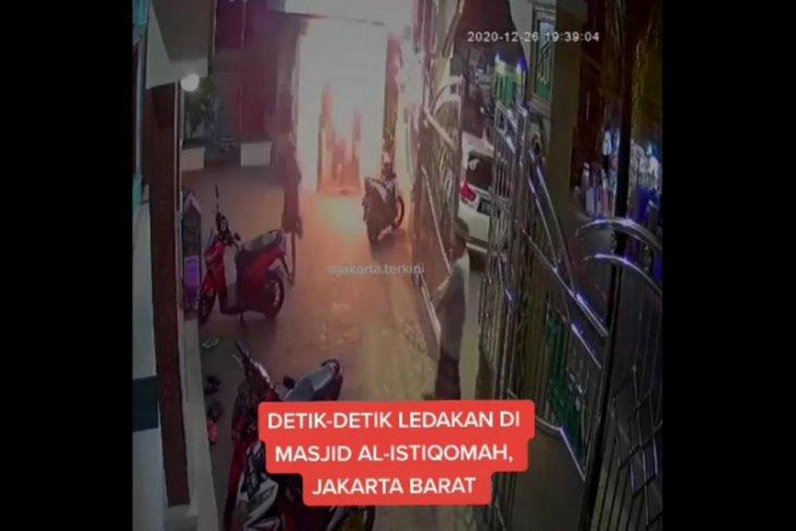 Pria paruh baya ditangkap polisi diduga kuat lempar bom molotov ke masjid