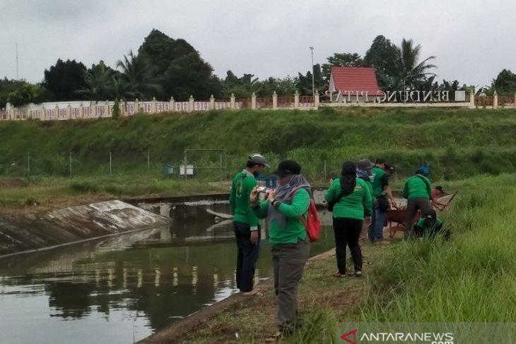 Perkumpulan Hijau Daun hijaukan Bendung Pitap