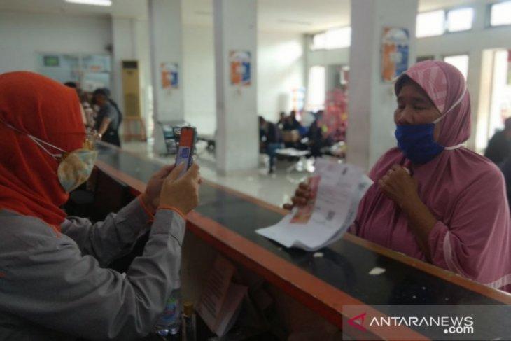 Kantor Pos Kota Bekasi salurkan Rp2,8 miliar bansos provinsi