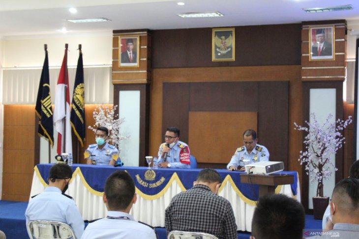 Langgar keimigrasian Kanim Sukabumi deportasi 13 WNA selama 2020