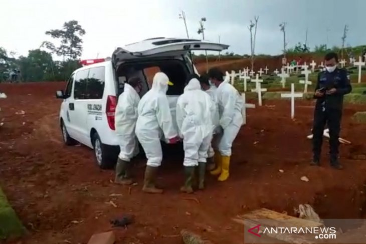 Jakarta allows burial of COVID-19 victims outside special cemeteries