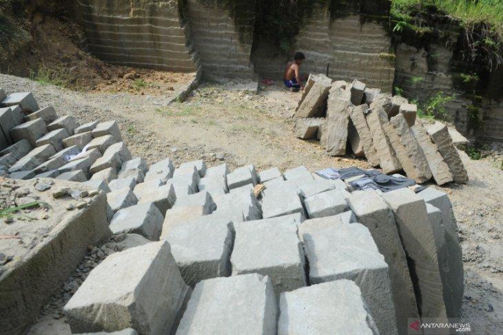 Tambang Batu Kumbung Antara News Jawa Timur