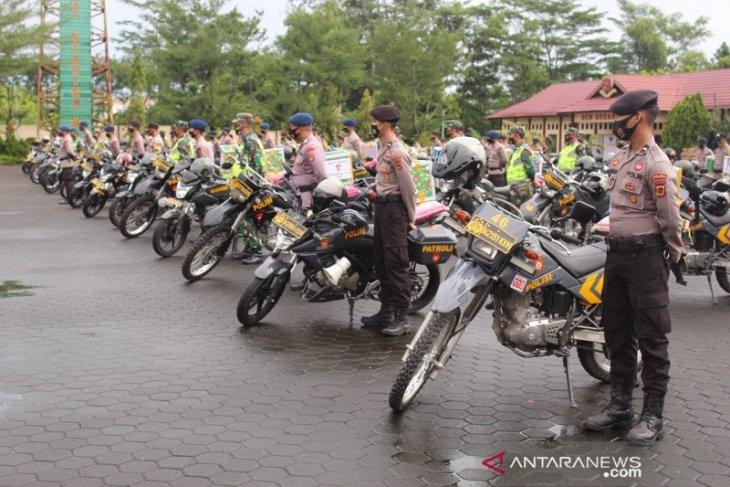 Brimob dan TNI Jambi bagikan sembako untuk warga terdampak COVID-19
