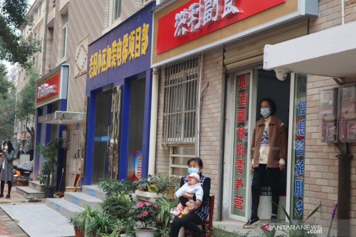 Vaksinasi masyarakat Wuhan masing-masing dapat dua suntikan