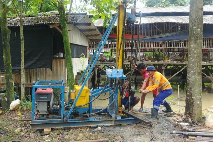 UI bantu penyediaan air bersih dengan sumur artesis bagi warga Tajur Halang Bogor