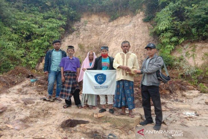 Serma Tapsel dan IPMA Luat Harangan salurkan bantuan untuk korban longsor Dolok Sordang Sipirok