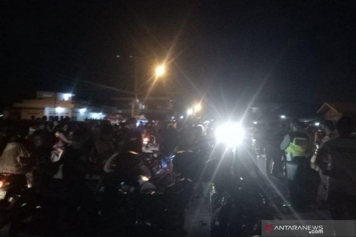 Polisi bubarkan kerumunan warga saat peresmian Jembatan Musi VI