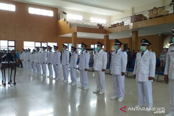 Bupati Belitung lantik 15 Kepala Desa terpilih
