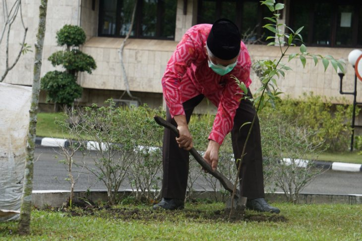 Prof Udiansyah invites all lecturers in Kalimantan to plant trees